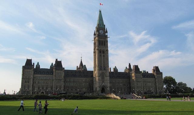 Parliament Hill Ottawa flickr (c) Dougton CC-Lizenz